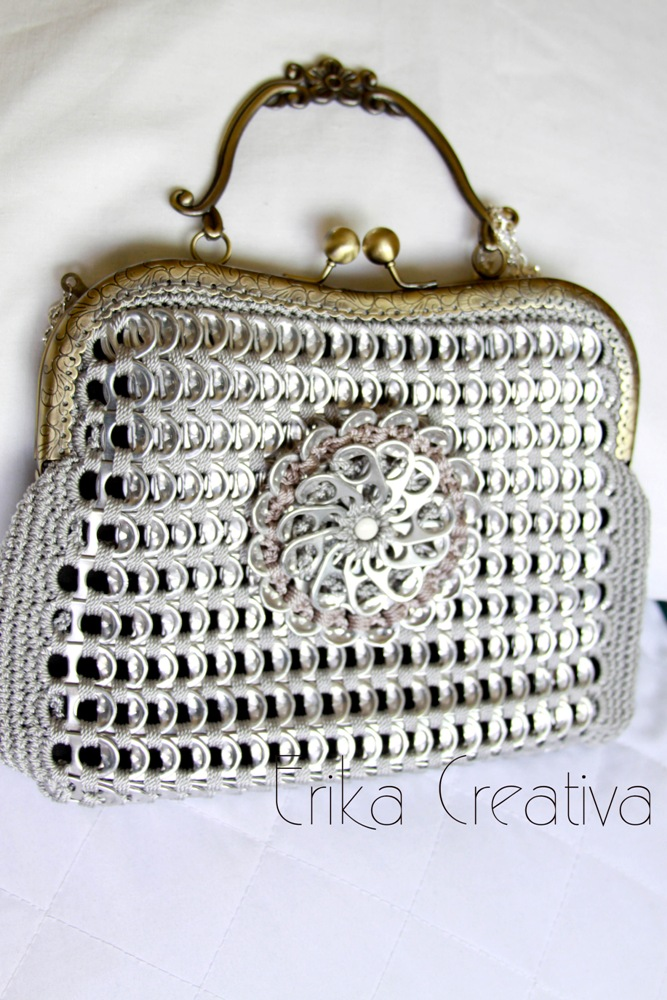 Aluminum pop top purse with snap frame