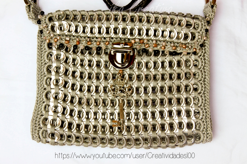 Body cross pop tab clutch with push lock