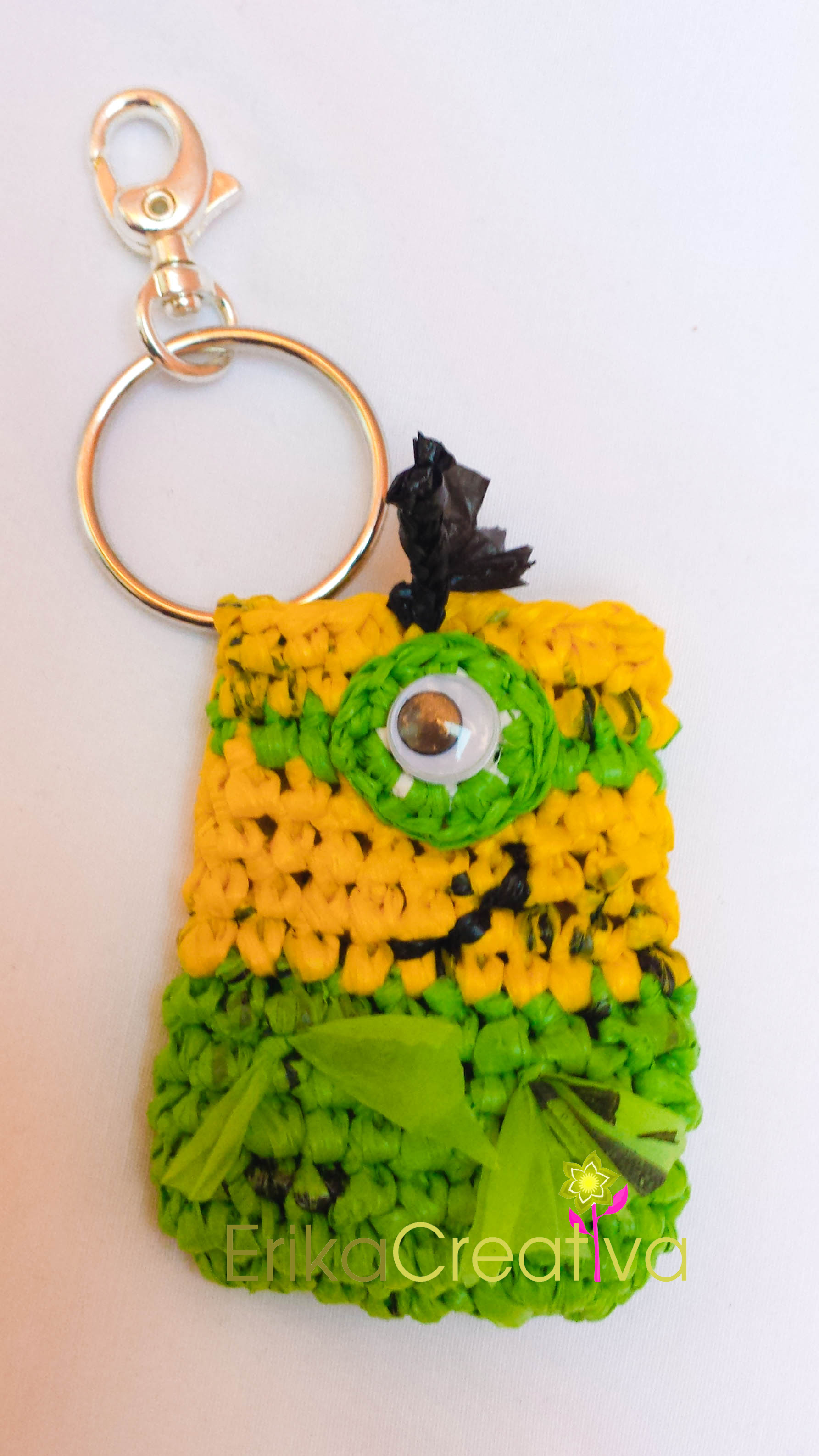 Minion inpired plastic liners chain key