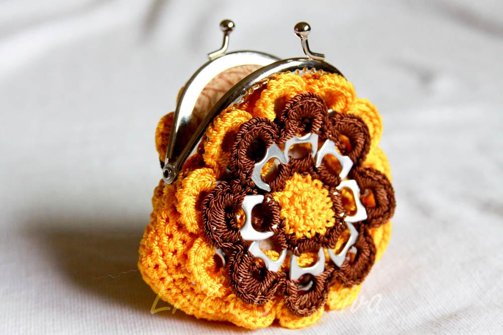 Monedero en forma de flor con anillas y boquilla